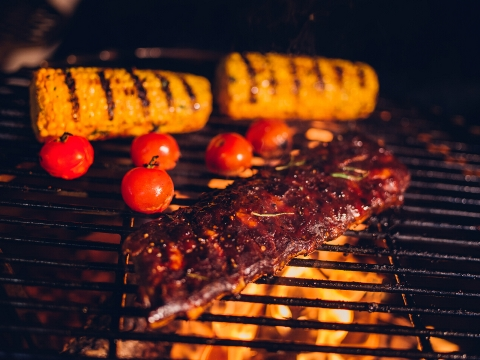 Barbecue Dilemma: Pros & Cons of Gas vs. Charcoal | Ambit Energy